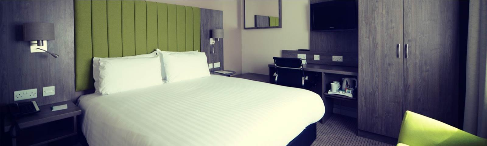 Interior shot of a double bedroom at the Holiday Inn Wolverhampton Racecourse.